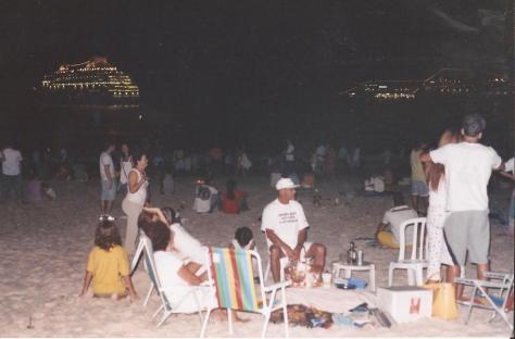 NYEve beach people